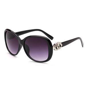 Black sunnglasses
